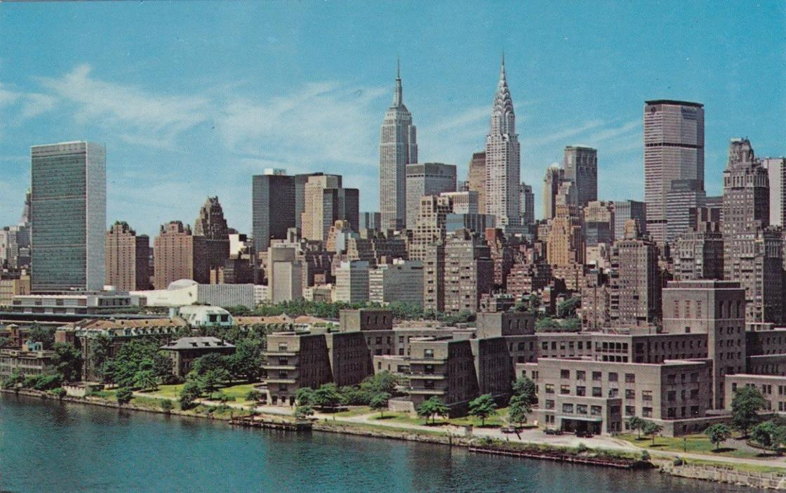 POSTCARD -  Midtown Manhattan Skyline. New York City.
