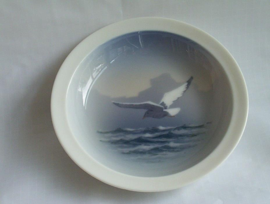 Royal Copenhagen 1952 bowl blue white seagull decoration 2813 9777 Danish