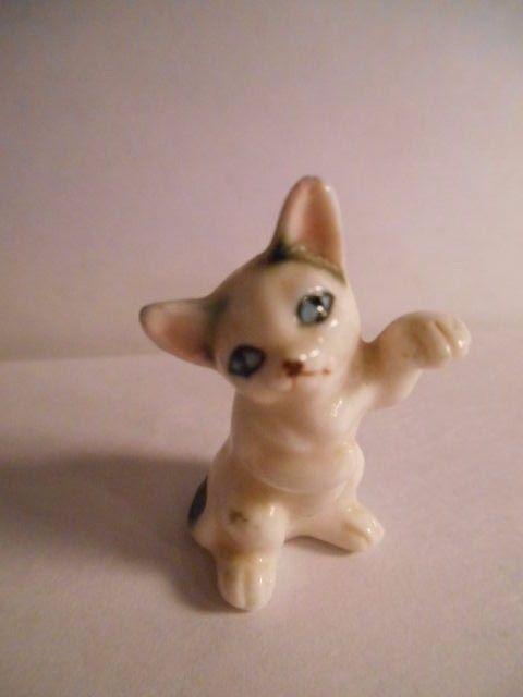 vtg Porcelain Sitting seal point White black spotted Cat Kitten Paw up Figurine