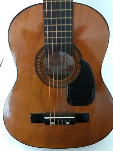 VINTAGE Small Acoustic GUITAR,6 STRINGS, Rare Music Teaching Functional Toy