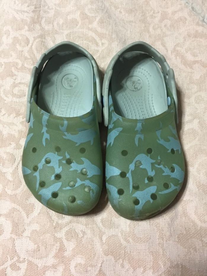 Crocs boys size 1 color changing sharks chameleon