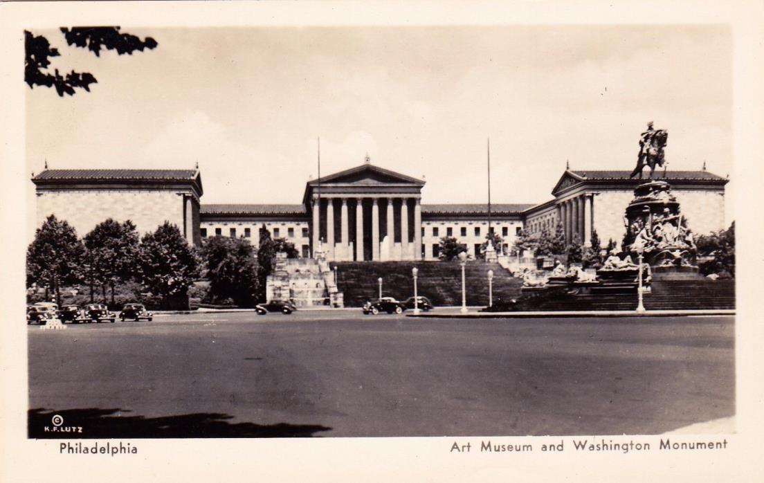 POSTCARD - Art Museum and Washington Monument.  Philadelphia.