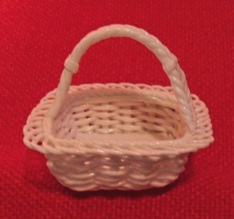 White Porcelain Open Weave square Basket with Handle egg basket
