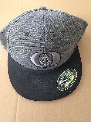 Volcom Fitted Hat 7 1/4 --7 5/8
