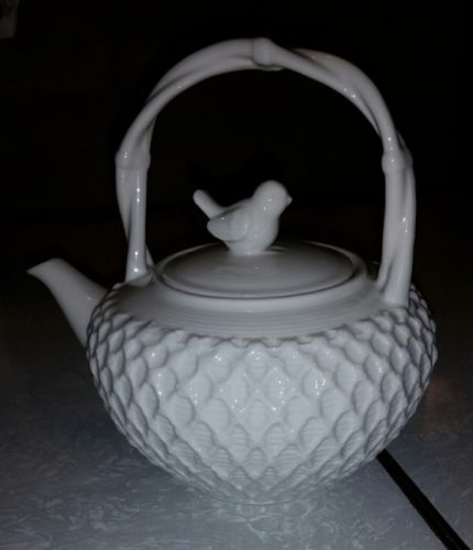Grace's Teaware China Victorian Bird TEAPOT  RAISED LATTICE DESIGN Looks New