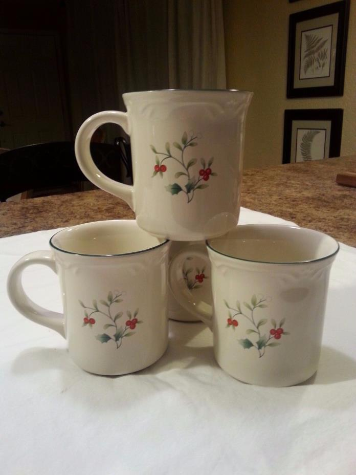 4 Phaltzcraft Winterberry mugs