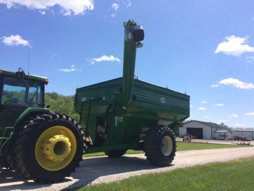 J&M 875 grain cart, auger wagon