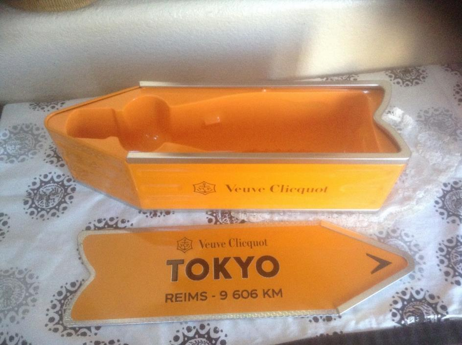 Veuve Clicquot Arrow Tin Tokyo Reims Champagne Journey Arrow Street Sign EUC