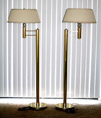 Pair beautiful Mid Century Hollywood Regency Brass floor lamps in good condition