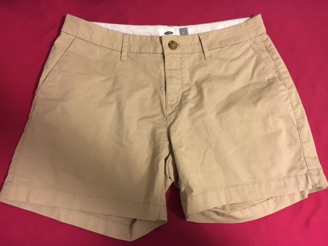 OLD NAVY Beige Khaki Tan Dress/Casual Bermuda/Walking Shorts Womens Sz 4