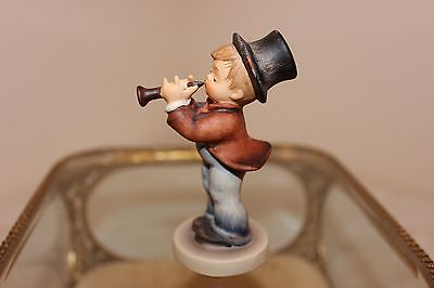 Hummel Figurine Serenade, 85 4/0, 1984, 3-1/4
