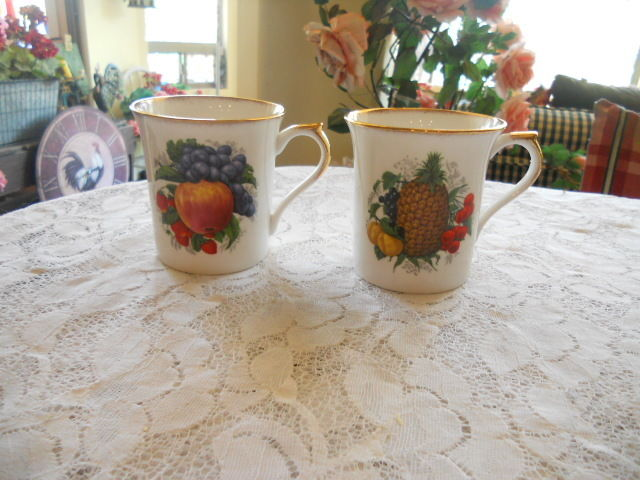 ROSINA QUEENS QUEEN'S FRUIT BERRIES NUTS  Lot of 2 Mugs Plums And Pineapple