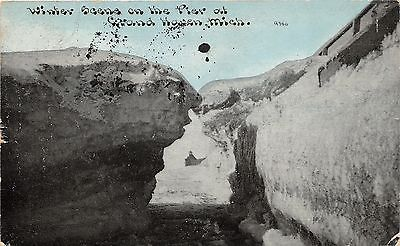 Grand Haven Michigan~Winter Scenen on the Pier~1910 CU Williams Postcard