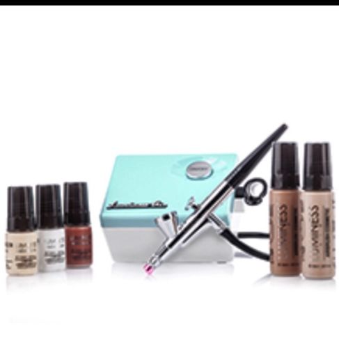 !!! NEW Luminess Airbrush Makeup System Kit With A Free Lip Gloss TODAY!!!!
