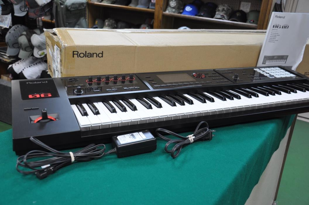 Roland FA-06 61 Key Music Workstation Keyboard with 5
