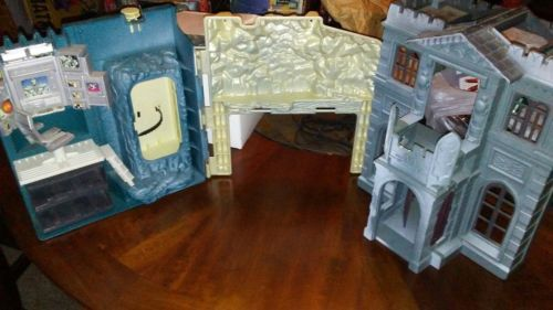 Batman and Robin 1997 Wayne Manor Batcave Playset