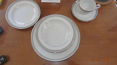 Mikasa Platinum Crown Dinnerware 8 Place Setting New but not in Box
