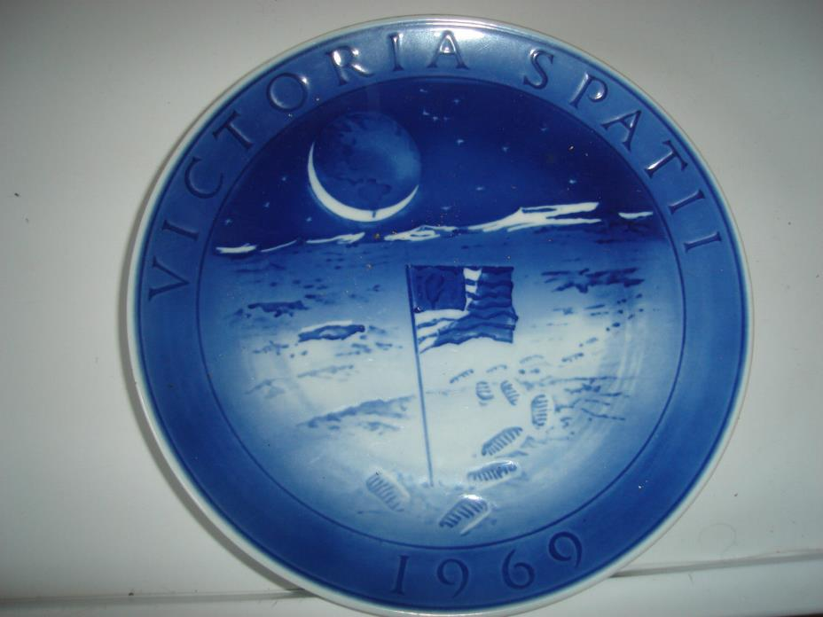 Royal Copenhagen Collector Plate - 1969 - Victoria Spatii - Flag on the Moon