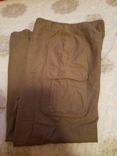 LL bean Womans Cargo Pants size 8 M Tall