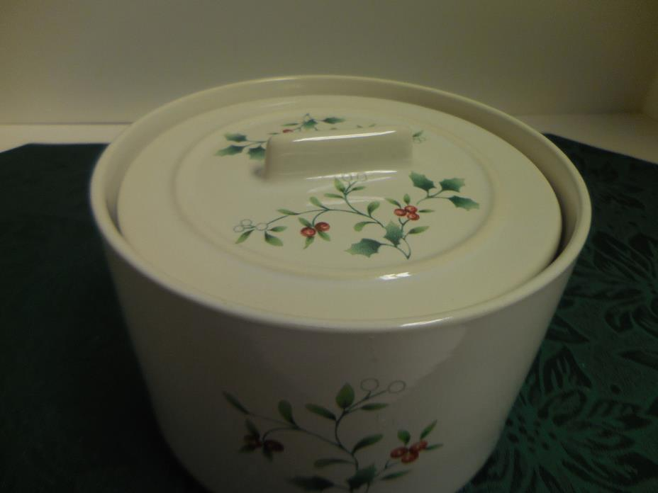 PFALTZGRAFF WINTERBERRY Fondue Pot with Lid Butter Tub (Hard to find)