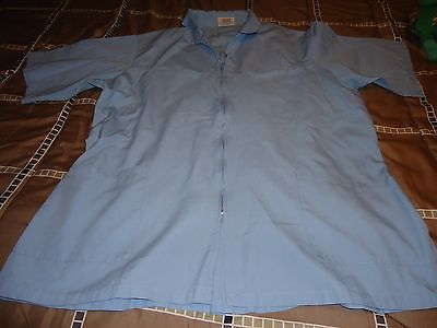 MENS SCRUB TOP SIZE LARGE BLUE SHORT SLEEVES