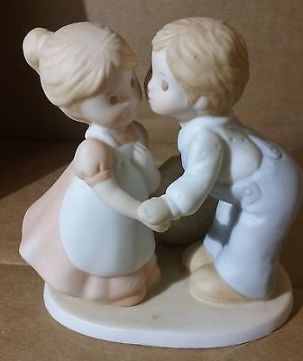 Circle of Friends Statue First Kiss A Time To Love Homco 1991 Eccles 3:8