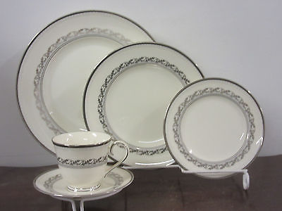 Noritake Westover Platinum 1-5pc. place setting new hand decorated china