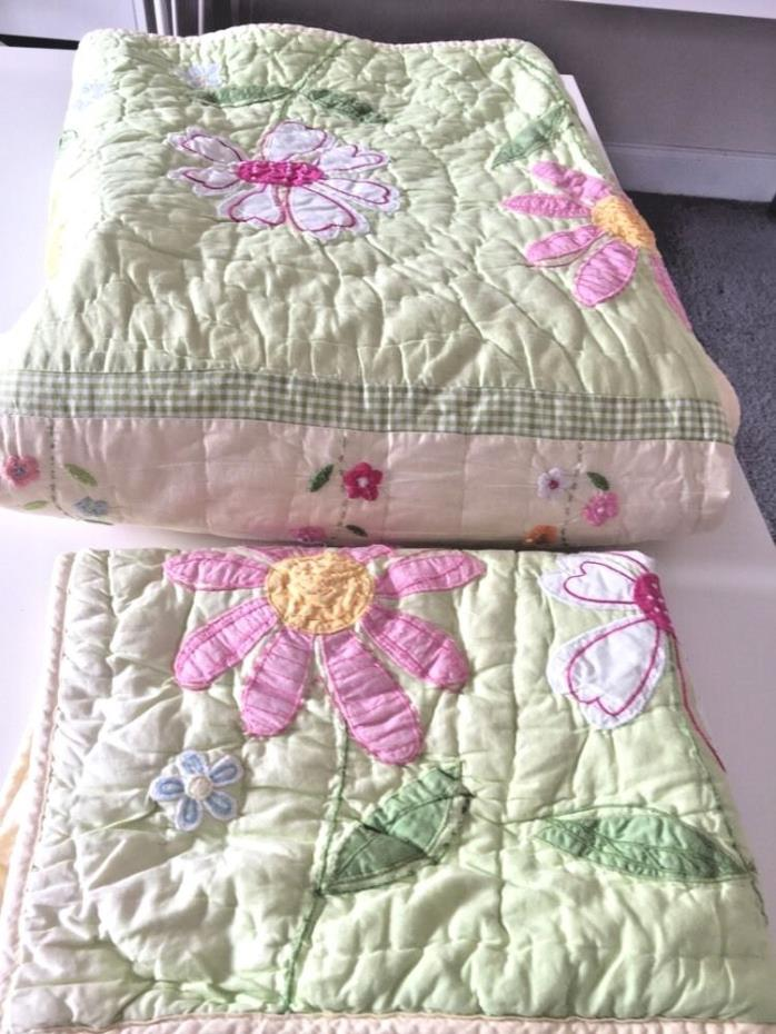 Beautiful Pottery Barn Kids Daisy Garden Flower Twin Size Quilt with Sham Set