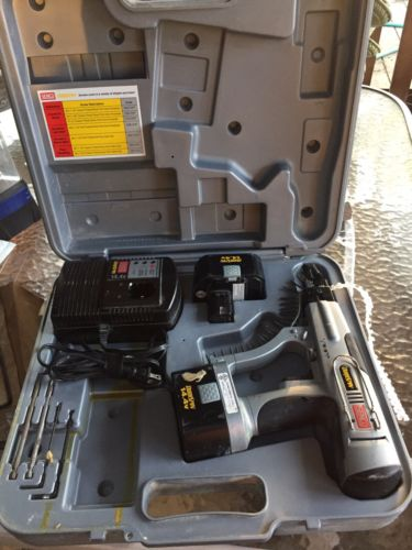 Senco DS200 DuraSpin With Attachments Screwdriver in Case & 2 Batteries