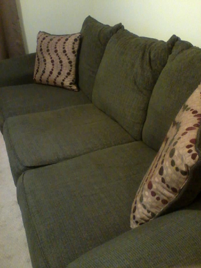 Sofa, near new, very good buy