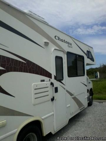 Nice Clean 2008 ford wind cheateau  sport - motor  home. high miles.