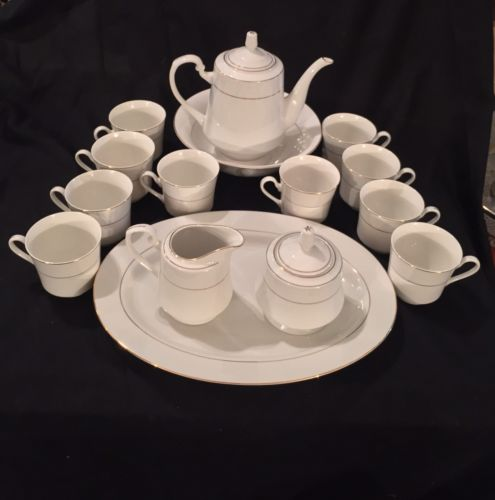 Vintage Royal Majestic Fine China D'OR 15 PC Set - Beautiful - See Pics