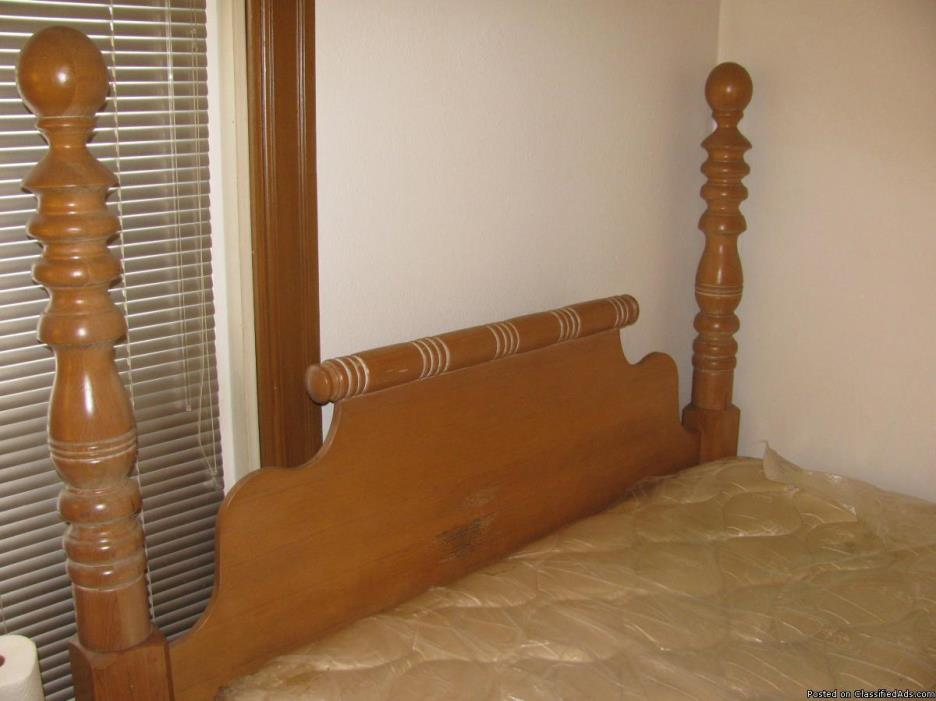 LARGE POSTER QUEEN SIDE BED FOR SALE
