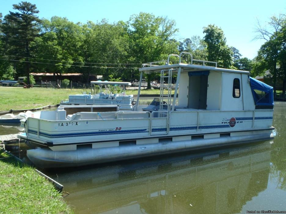 1995 Sun Tracker 30 ft. Party Hut with 80 hp Mercury. No trailer