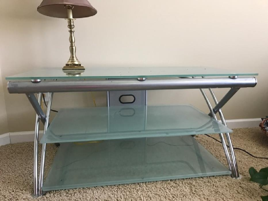 Three-tiered glass table