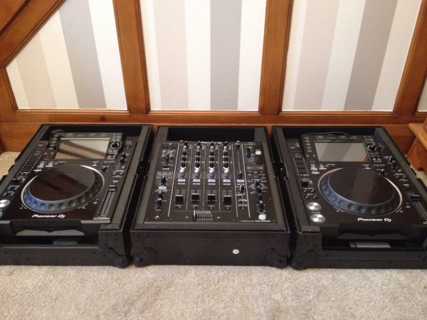 FOR SALE ....PIONEER CDJ2000 NEXUS 2 & DJM900