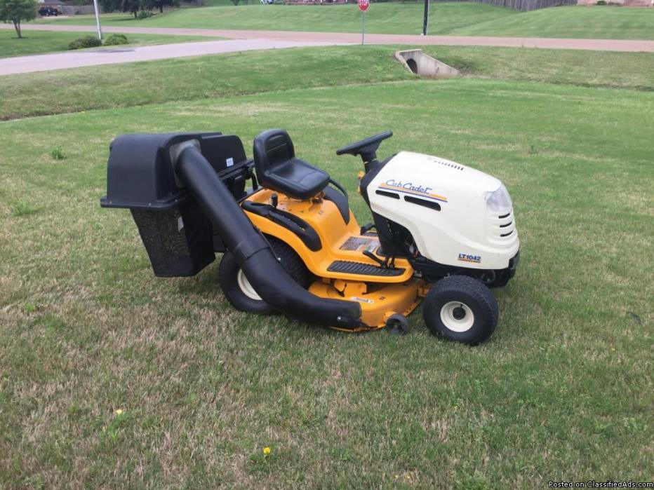 **FOR SALE**Cub Cadet Rinding Lawn Mower