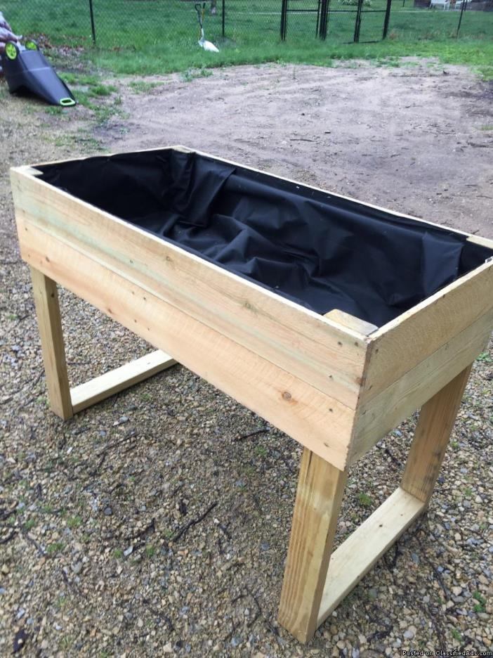 Beautiful Elevated Garden Planter Box