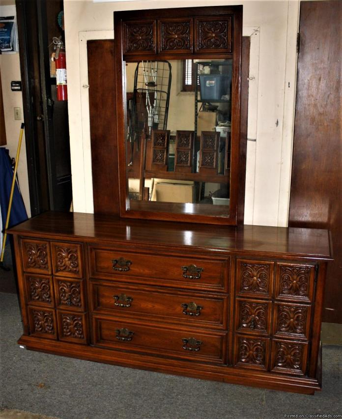 Broyhill 5 Piece Queen Size Bedroom Set