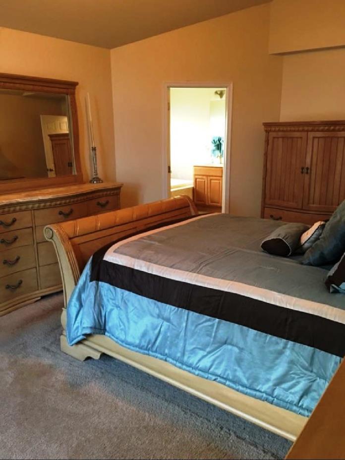 Broyhill - Queen Size Bedroom Set