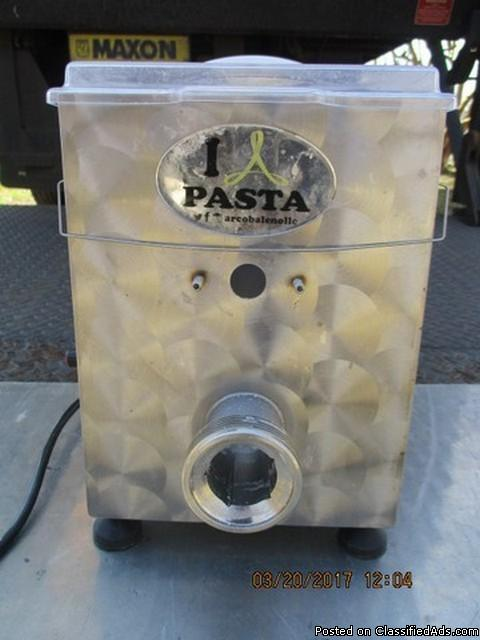 Arcobaleno AEX18 Tabletop Pasta Extruder RTR#7033379-01