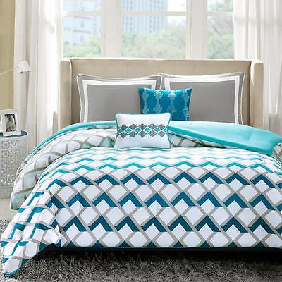 Blue and White 5 Piece Comforter Set Polyester Peach Skin Full/Queen Size