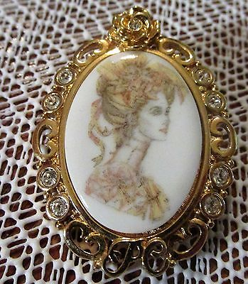 OVAL VINTAGE HONOR SOCIETY AVON LADY CAMEO BROOCH ON PORCELAIN GORGEOUS!