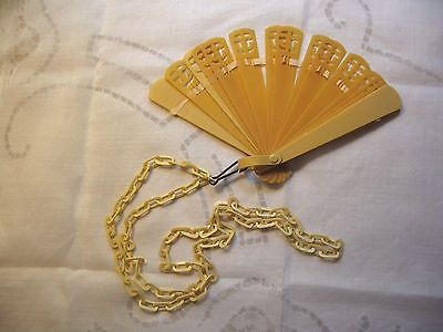 VINTAGE LADIES HAND FAN IN CELLOUID/CRAFTS/SEWING/COLLECTIBLES