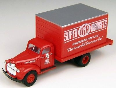HO Scale - 41/46 Chevy Delivery Truck, IGA Markets  CMW-30334