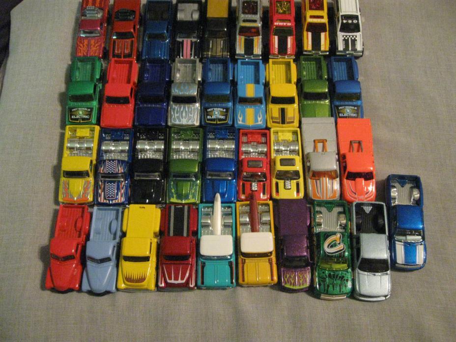 lot of 37 Hot Wheels Chevy Pickup, Blazer, El Camino
