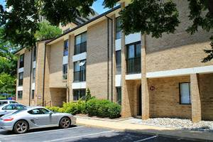 Need two roomates - $1000.00/$850.00 (Rockville Town Center) $1000 3bd 1350ft 2
