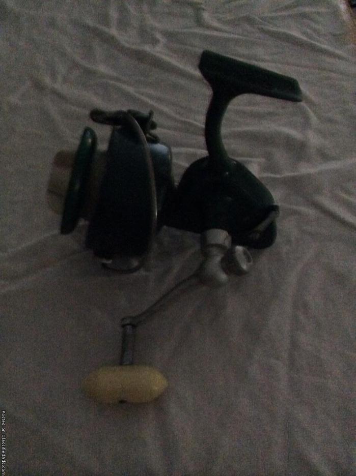 Vintage Penn 710 Spinfisher reel