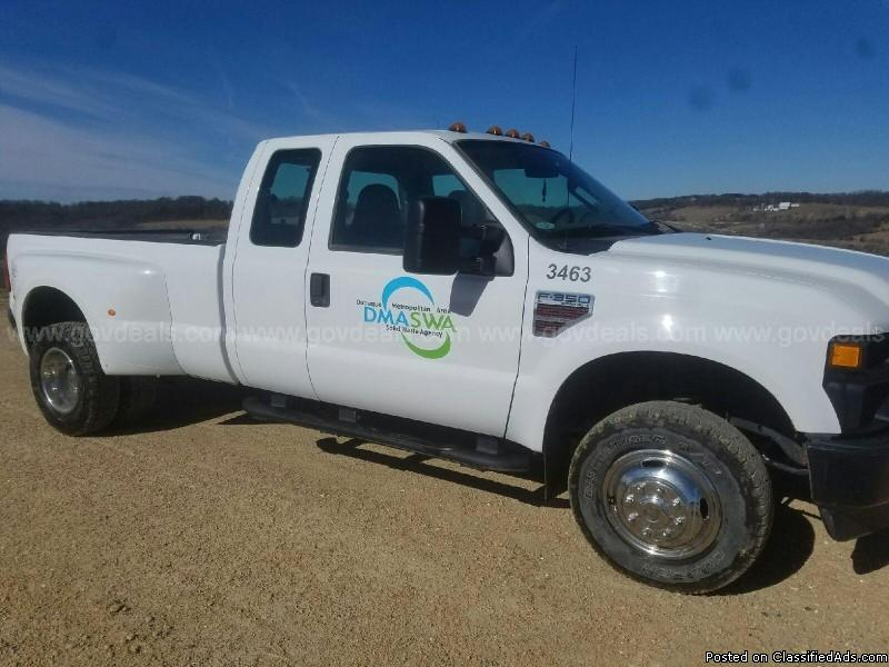 2008 Ford F-350 SD XL SuperCab Long Bed DRW 4WD