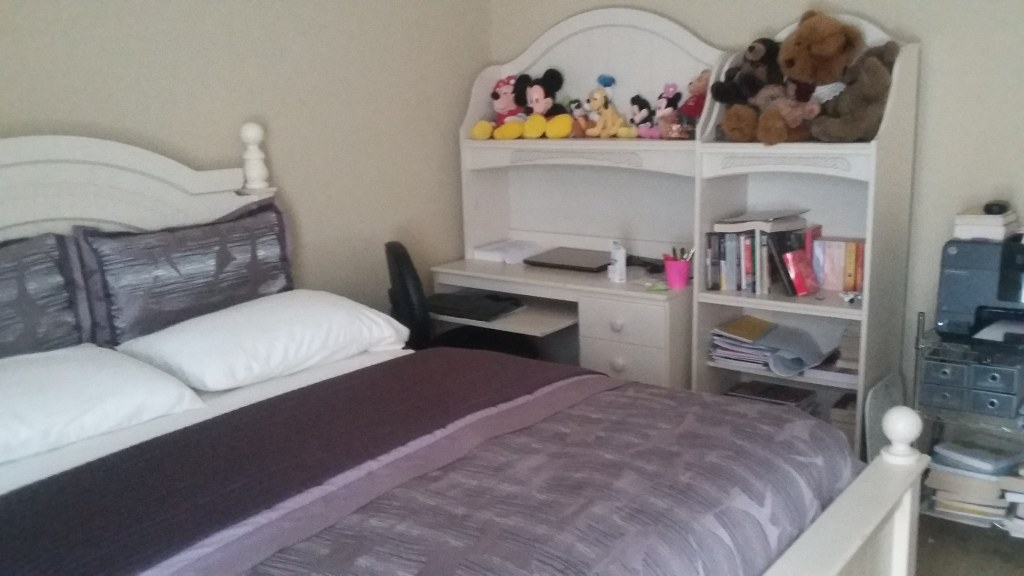Queen Bedroom Girls Furniture Set with Computer table, Bookshelf, Chest of Drawers, TV Cabinet and Queen Size Bed with Matress